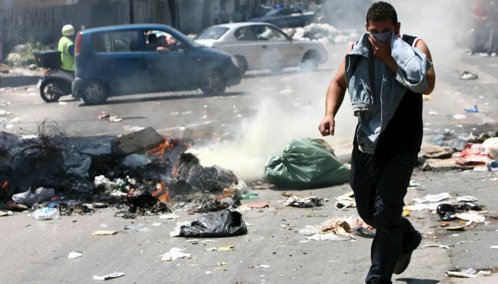 SØPPEL: En del av Camorraens inntekter kommer fra avfallshåndtering ved å dumpe miljøfarlig avfall i naturen. Foto: EPA/CIRO FUSCO