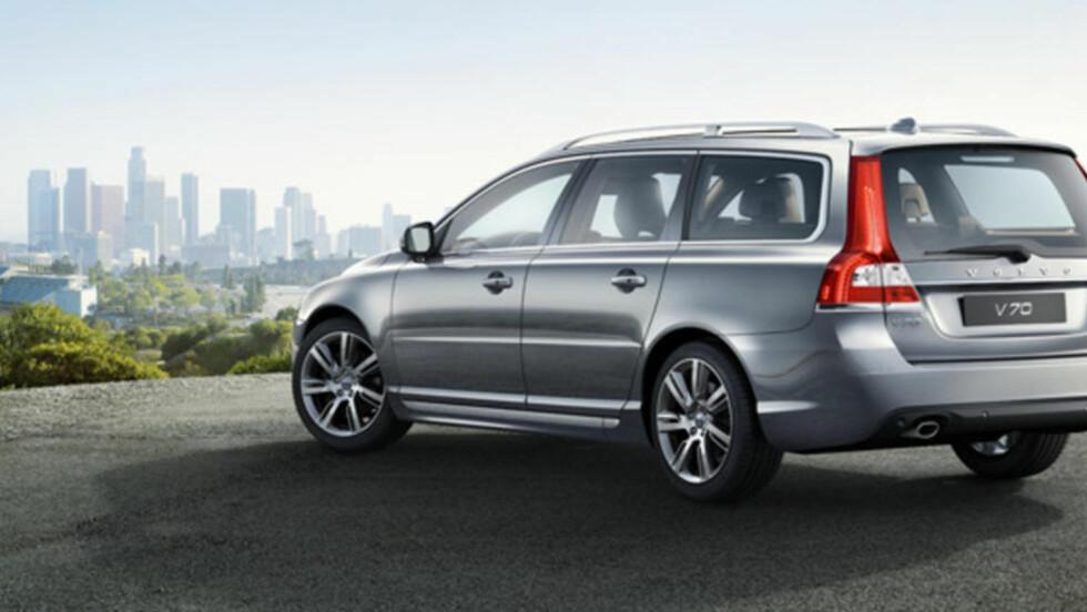 ØKT SALG: Volvo økte salget emd 12 prosent i et ellers stillestående svensk bilmarked i mai. Best av alle solgte V70 - som vanlig. Foto: VOLVO