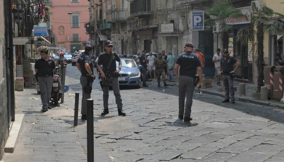 ÅPEN VOLD: I slutten av august ble en 43 år gammel mann skutt på åpen gate iSan Vincenzoi distriktet Health i Napoli. I området har det den siste tida vært flere kamper mellom ulike klaner. Foto: Fabio Sasso / Scanpix