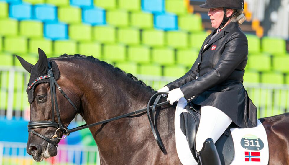 TOK GULL: Ann Cathrin Lübbe og hesten Donatello tok i dag gull i Paralympics. Foto: Caroline Dokken Wendelborg / Norges Idrettsforbund