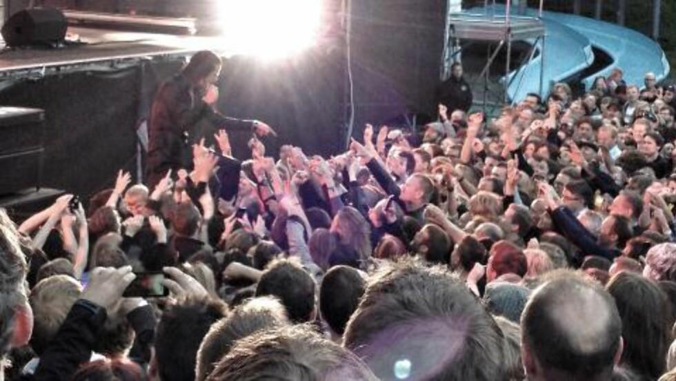 BLIR HYLLET: Publikum hyller legenden Nick Cave. Foto: Lars Eivind Bones