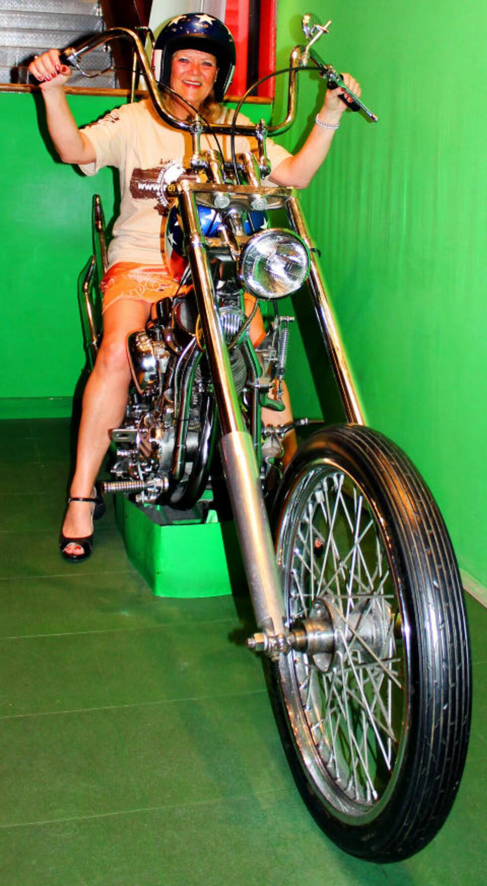 EASY RIDER: Motorsykkelen fra den kjente filmen står nå utstilt på Harley-Davidson Cafe. Foto: KIRSTEN MARGRETHE BUZZI
