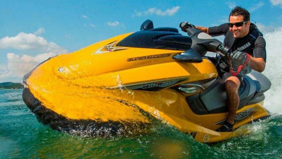 LOVLIG: Det er vedtatt å oppheve forbudet mot bruk av vannscootere. Bruk av vannscootere blir tillatt så lenge man holder seg minst 400 meter fra land i sjø, og 500 meter fra land i ferskvann. FOTO: Yamaha