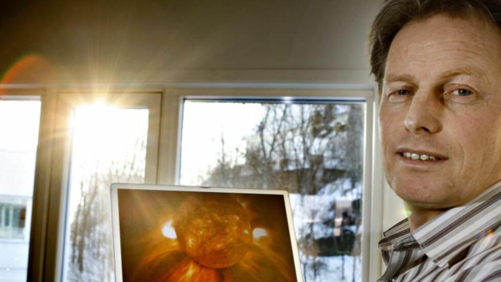 <strong>-UVANLIG:</strong> Seniorforsker Pål brekke ved Norsk Romsenter mener det er uvanlig at sola er så rolig som den er nå. Sola befinner seg nå på det stedet i sin syklys hvor den vanligvis er aller mest aktiv. Foto: OLE C. H. THOMASSEN/Dagbladet