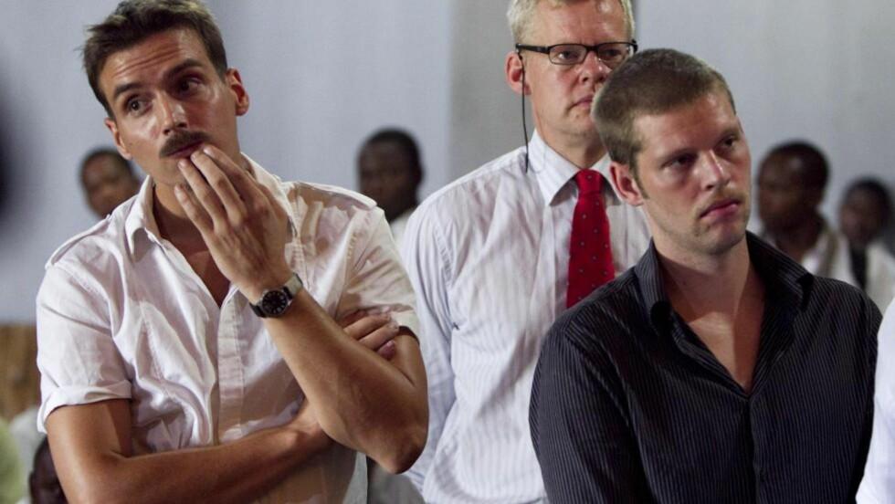 HJELPER: Advokat Morten Furuholmen bisto de to nordmennene under to rettsrunder i millitærretten i Kisangani i Kongo. Nå har han fått sparken som de dødsdømtes advokat. Foto: Heiko Junge / Scanpix