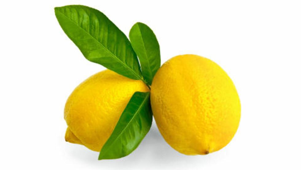 MOT FET HUD: Sammen med honning, yoghurt og eggehvite, er sitron et godt middel mot fet hud.Foto: COLOURBOX