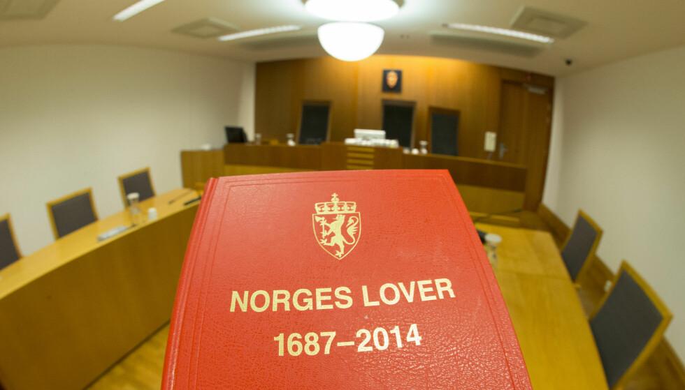 DOM: En kvinne i slutten av 20-årene fra Vestfold må sone 15 dager i fengsel etter at hun forfalsket vitnemålet sitt ved å klippe og lime inn sitt eget navn på ekssamboerens papirer. Foto: Terje Pedersen / NTB scanpix
