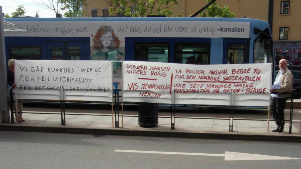 DEMONSTRASJON: Oppstyret nå er ikke første gangen norske pensjonister i Sverige, som Anders Fredrik Bergersen i bildet, protesterer mot skattebomba svenske myndigheter har servert dem. Her fra demonstrasjon i Oslo i fjor. Foto: Jørn Tore Weckhorst