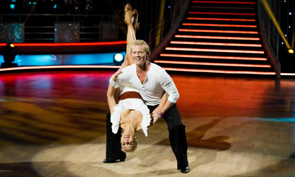 DANSELØVE: Eilev Bjerkerud vant «Farmen» i fjor. Nå danser han for seier i TV 2s «Skal vi danse» hver lørdagskveld. Her på parketten med dansepartner Nadya Khamitskaya. Foto: Vegard Wivestad Grøtt / NTB scanpix