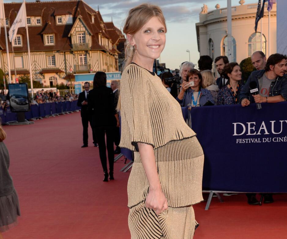 MAGE: Clemence Poesy avslørte at hun er gravid da hun møtte opp på rød løper i Deauville under den amerikanske filmfestivalen som arrangeres der. Foto: Julien Reynaud/APS-Medias/ABACAPRESS.COM