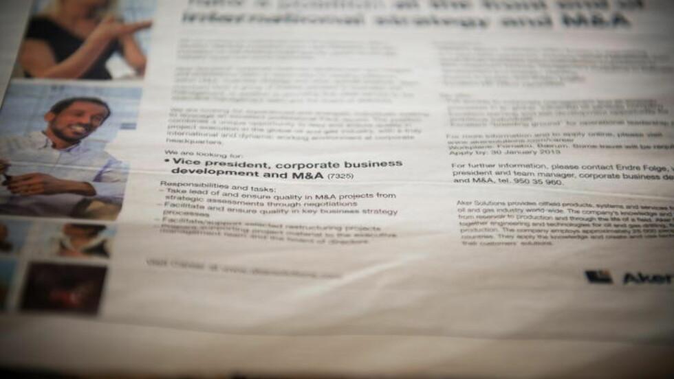 <strong>IVRIG:</strong> På stuebordet til Thorbjørn Gaarder ligger det en stabel med utklipp fra stillingsannonser i avisene. Foto: Øistein Norum Monsen / Dagbladet