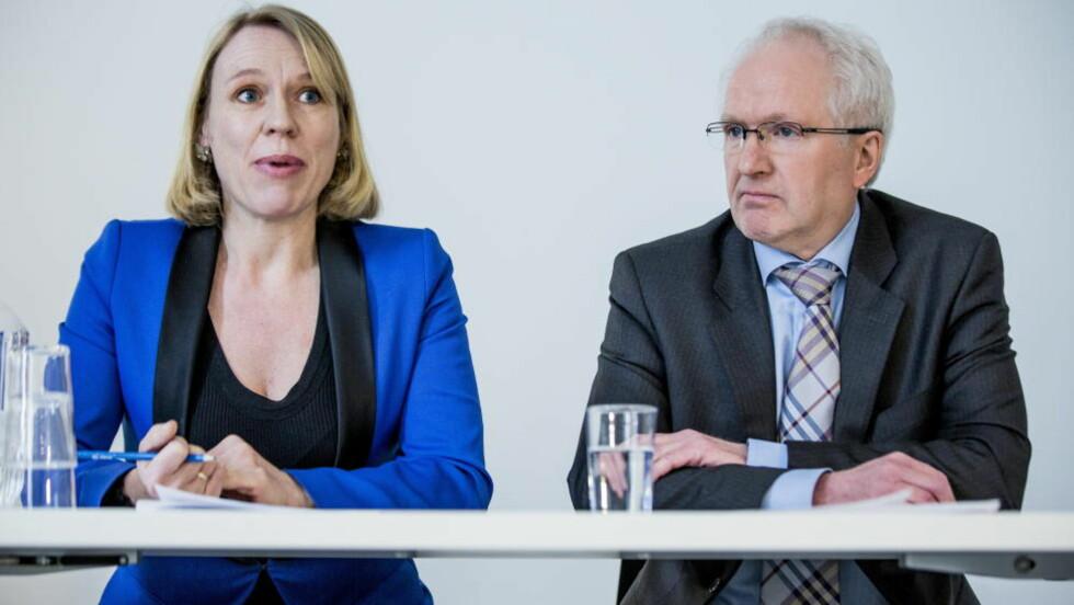 <strong>SKAL AVSLØRE SNYLTERNE:</strong> Arbeidsminister Anniken Huitfeldt og Magne Fladby, direktør for NAV kontroll, la fram en ny rapport om trygdemisbruk under et pressemøte onsdag. Foto: Stian Lysberg Solum / NTB scanpix