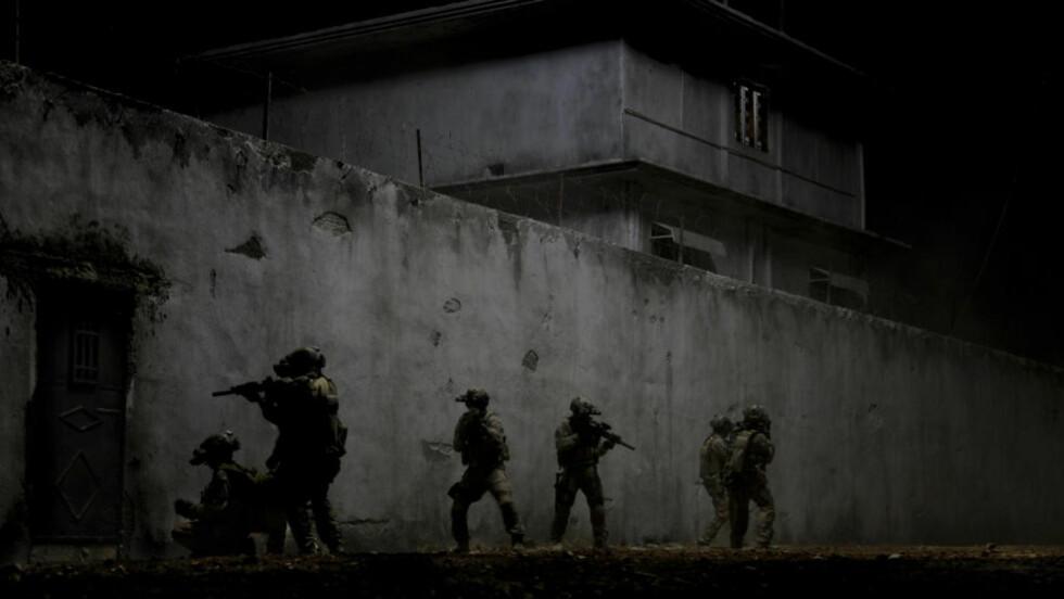 KRANGLER OM DETALJENE:  I etterkant av raidet mot Osama bin Ladens tilholdssted i Abbottabad, Pakistan, har amerikanske spesialsoldater kranglet om detaljene rundt terroristens død. Nå hevder kilder overfor CNN at bin Laden ikke hadde våpen i umiddelbar nærhet, og at han ikke brukte kona som skjold. Bildet er hentet fra filmen «Zero Dark Thirty» som er løselig basert på boka om raidet. AP Photo/Columbia Pictures Industries