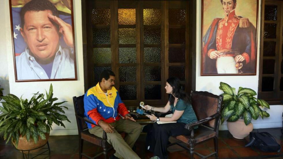 FRYKTER GIFTDRAP: Venezuelas fungerende president Nicolas Maduro spekulerer i at Hugo Chávez ikke led en naturlig død. Her blir han intervjuet av nyhetsbyrået AFP. Foto: AFP / Juan Barreto / NTB scanpix