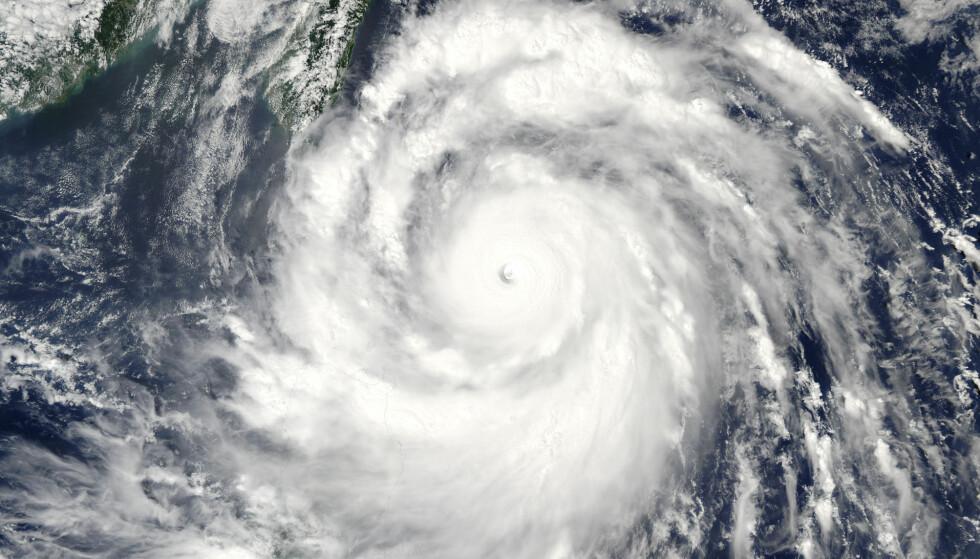 KRAFTIG STORM: På sitt sterkeste var Meranti kategorisert som en tyfon med styrke fem. Dette bildet er tatt tirsdag. Foto:NASA/Goddard's MODIS Rapid Response Team/Handout via Reuters/ NTB Scanpix