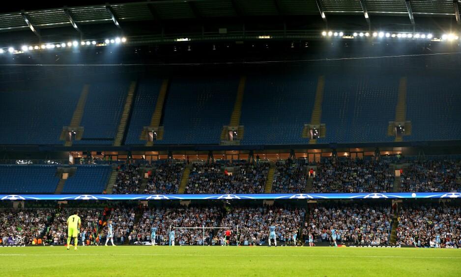 LEDIGE PLASSER: Det var mange tusen ledige plasser på Etihad Stadium under onsdagens Champions League-kamp. Foto: Matt McNulty / REX / NTB Scanpix