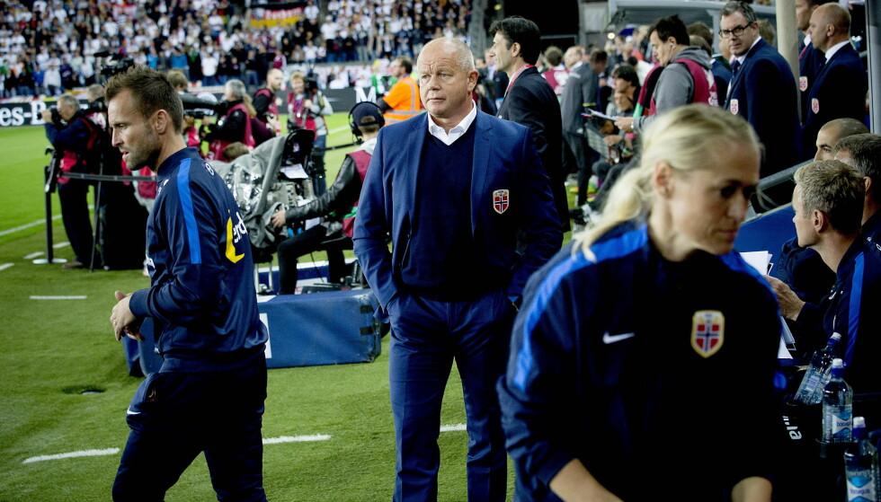 FALLER: Norge og landslagstrener Per-Mathias Høgmo har hatt en tung periode. Foto: Bjørn Langsem / Dagbladet