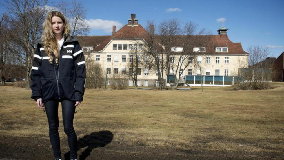 <strong>STÅR FRAM:</strong> Natalie Eriksen har tidligere fortalt anonymt om belteleggingen til Fredrikstad Blad. Hun ønsker nå å stå fram med navn og bilde fordi hun mener det er viktig å sette fokus på tematikken. Foto: Øistein Norum Monsen