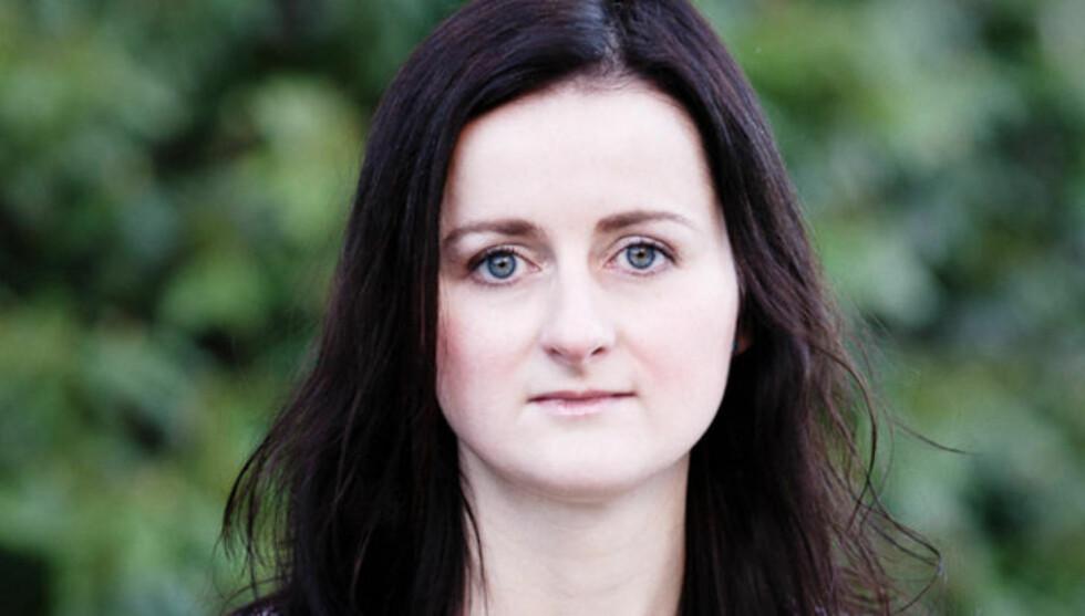 FORKLARER DET JURIDISKE: Førsteamanuensis ved juridisk fakultet ved Universitetet i Bergen, Agnes Camilla Bernt, forklarer hvordan habilitet kan bli et tvilstilfelle. Foto:EIRIK HOLMØYVIK