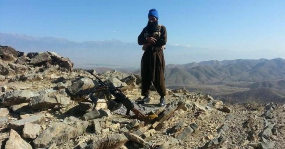 <strong>SKAL VÆRE PÅGREPET:</strong> I november la Bhatti ut bilder av seg selv på nettet der han poserte med automatvåpen i et fjellområdet som trolig er i grenseområdet mellom Afghanistan og Pakistan. Foto: Privat