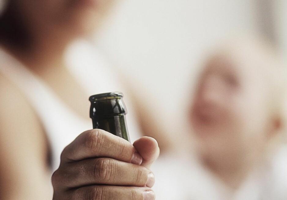 UTBREDT: Folkehelseinstituttet anslår at 90000 barn lever sammen med en forelder som har misbrukt alkohol siste året.  Foto: David Trood / NTB Scanpix