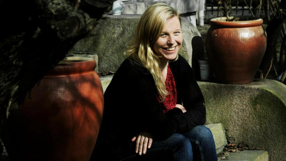 WIKIPEDIAMOUR: Hovedpersonen i Hilde Østbys bok var fristet til å skrive et klagebrev til det norske byråkratiet fordi det i dag - på tross av informasjonsflommen - finnes så lite info som kan hjelpe oss i kjærligheten. I stedet skriver hun et kjærlighetsleksikon. Foto: Steinar Buholm / Dagbladet.