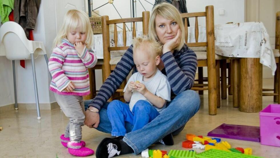 IKKE ALLTID LIKE GØY: Frilansjournalist og småbarnsmamma Marte Frimand-Anda er ikke redd for å si at hun synes det kan være kjedelig og slitsomt å leke med barna. Selv om kritikken fra andre mødre kan være krass. Foto: Privat