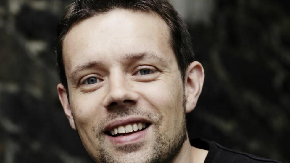 VOKSENKRIM:  Lars Mæhle er prisbelønt barne- og ungdomsbokforfatter. Nå debuterer han med krim for voksne. Mer enn godkjent, mener anmelderen. Foto: Tove Breistein / Samlaget