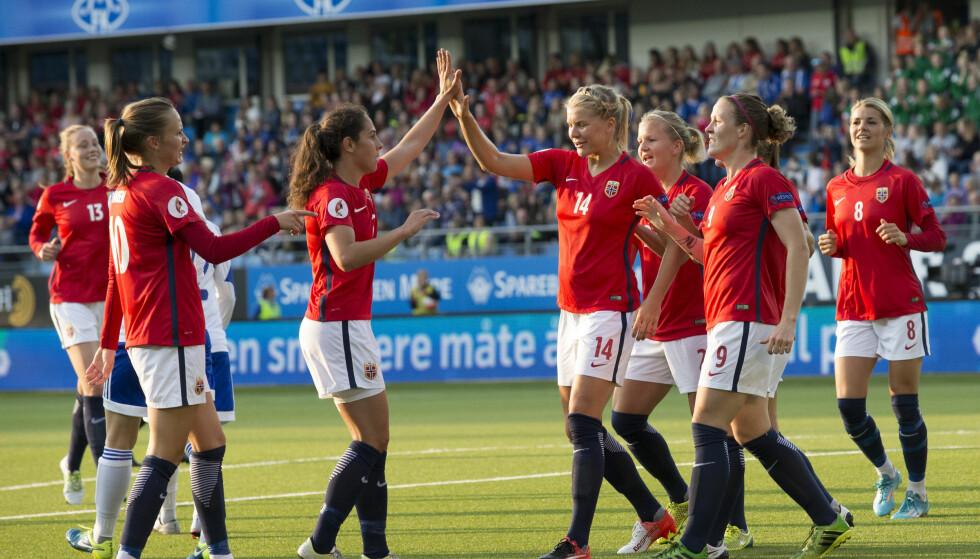 GODE SAMMEN: Det norske laget var svært gode sammen, og ga seg ikke før det sto 10-0. Foto: Svein Ove Ekornesvåg / NTB scanpix