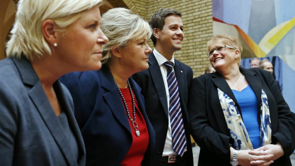 KASTE JENS: Frp-leder Siv Jensen (f.v.), Høyre-leder Erna Solberg, KrF-leder Knut Arild Hareide og Venstre-leder Trine Skei Grande har skrevet seg sammen i merknadene til perspektivmeldingen. De er enige om mye, men spriker om handlingsregelen.Foto: Erlend Aas / NTB scanpix