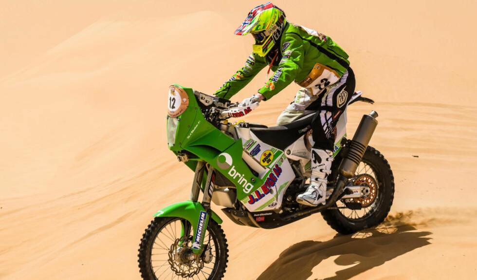 KRASJLANDING: Pål Anders Ullevålseter brakk lårbeinet tvers av etter en krasj i ørkenrallyet i Qatar i dag. Foto: Marian Chytka/Team Ullevålseter / NTB scanpix