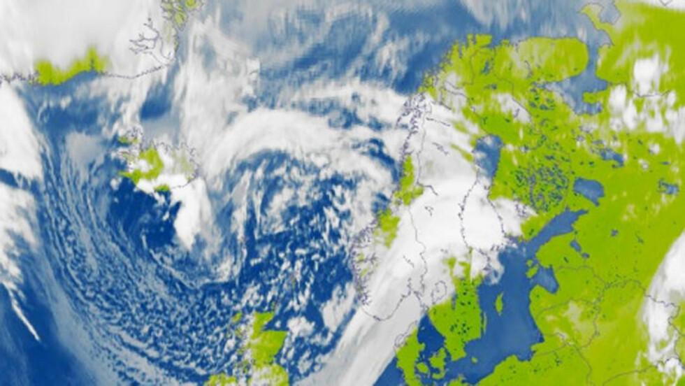 <strong>KALDE DAGER:</strong> Slik så det ut over Norge søndag kveld. Illustrasjon: Meteorologisk institutt
