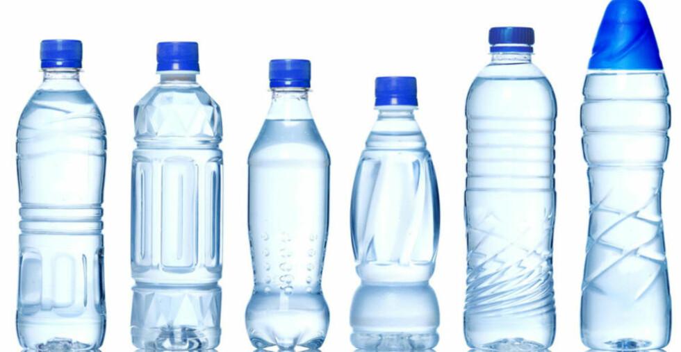 SMAK AV PLAST: Forskere hevder at plastflasker avgir kjemiske stoffer som kan påvirke smaken og være helseskadelig. Illustrasjonsfoto: CRESTOCK