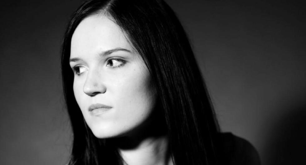 AVVIKENDE BRA: Veronica Roth traff blink med debutboka si, en science fiction-roman om et samfunn delt inn etter dyder. Foto: Schibsted