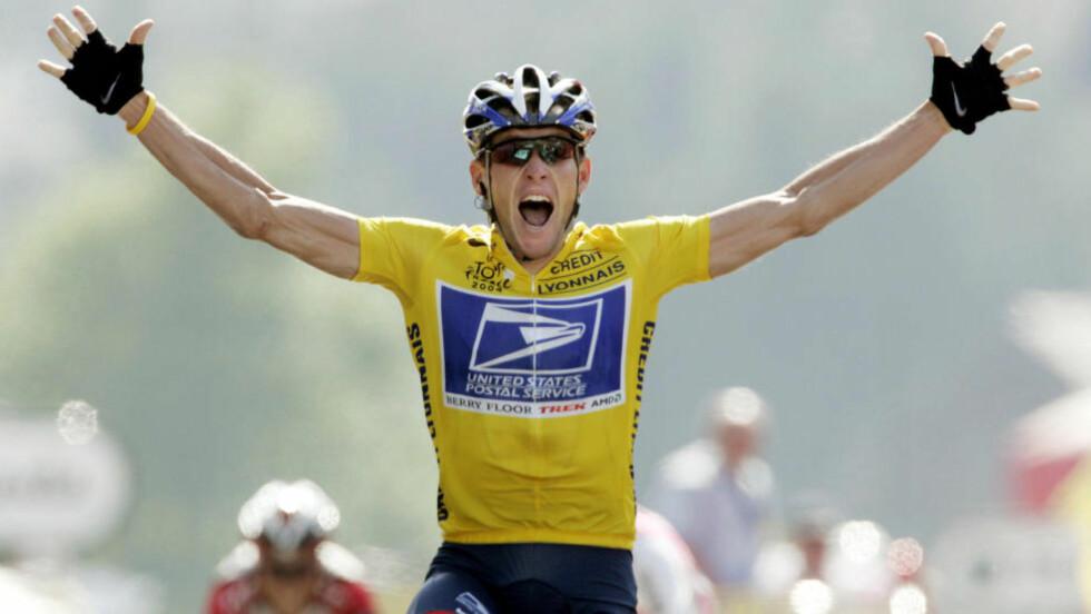 JUKSEMAKER: Lance Armstrong feirer en etappeseier i Tour de France 2004. Foto: Wolfgang Rattay, Reuters / NTB Scanpix