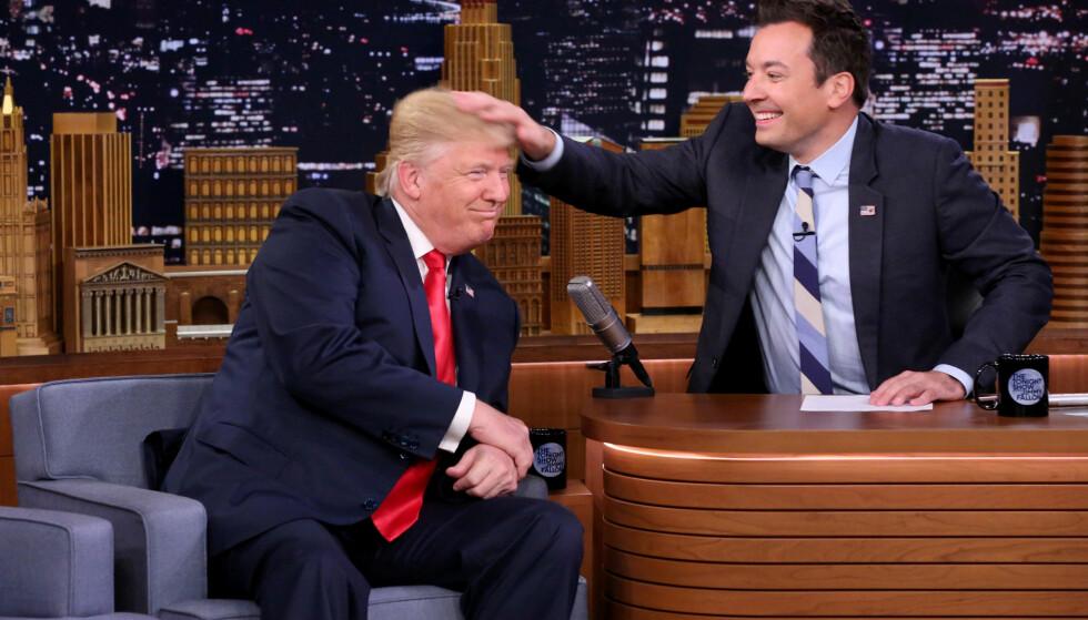 PÅ TV: Donald Trump var i går innom The Tonight Show, hvor Jimmy Fallon tok en titt på håret hans. Foto: Andrew Lipovsky / NBC / 2016 NBC / Universal Media / Handout via Reuters  / NTB scanpix