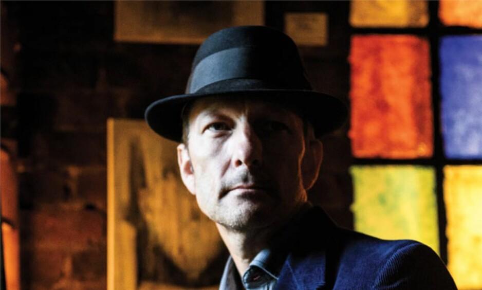 """BLONDT I BLONDT: Tom Roger Aadland følger opp sin kritikerroste """"Blod på spora"""" med en ny, elegant Dylan-fortolkning."""