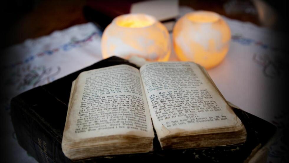 PINLIG: Bibelen er nummer to på lista over pinlige lesestoff, bare slått av Se og Hør.  Foto: Jon Terje Hellgren Hansen / Dagbladet