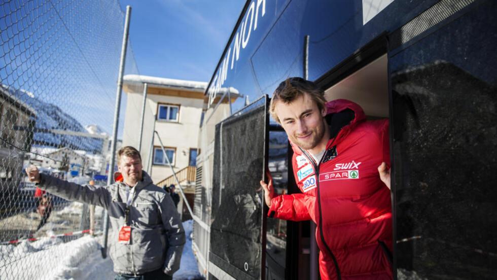 SNIKTITT: Petter Northug Jr. har for første gang latt en journalist få omvisning i luksusbussen. Foto: Nils Petter Nilsson/Expressen