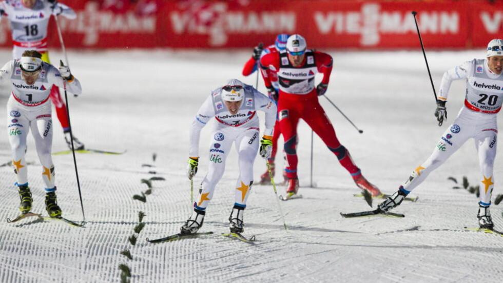 SVENSK BOM:  Det ble for lite klok lagtaktikk og for sterke personlige følelser da det svenske laget sperret Petter Northug i oppløpet i går. FOTO: Vegard Grøtt / NTB scanpix.