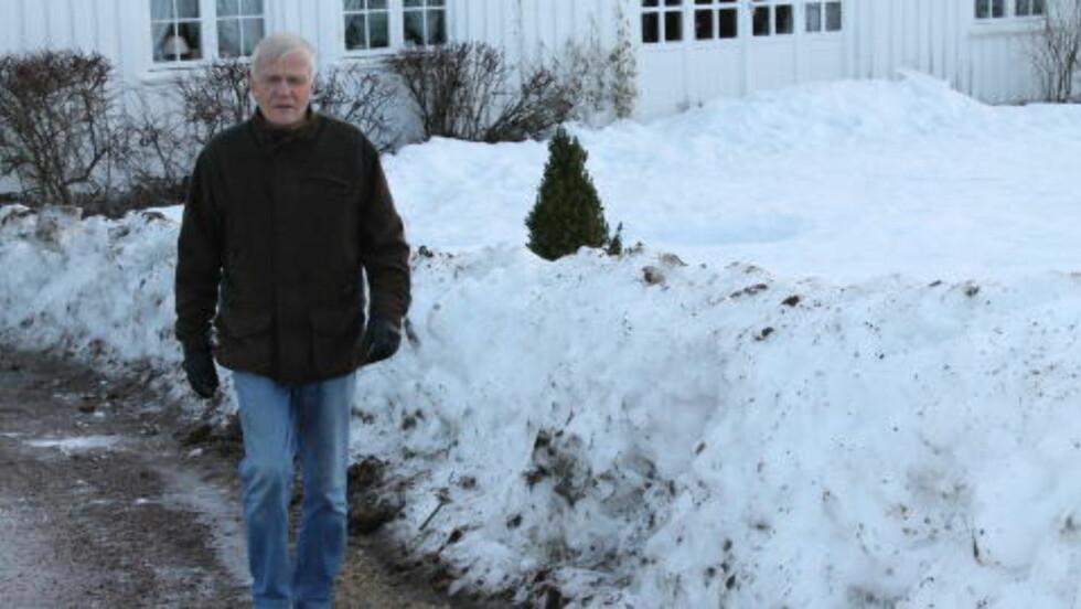 FEIRET PÅ VINTERVIS: Oddbjørn Aardalen tok seg en ettertankens whisky da han ble utkåret til desemberpoeten 2012. Foto: Privat