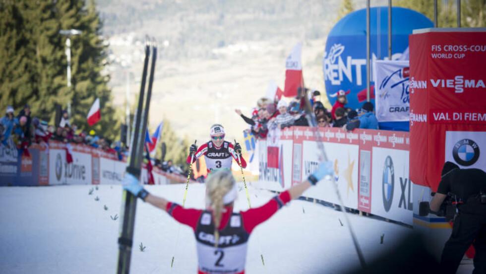 TO PÅ PALLEN: Therese Johaug heier frem Kristin Størmer Steira ssom ble nummer tre i Tor de Ski. FOTO:Thomas Rasmus Skaug / Dagbladet