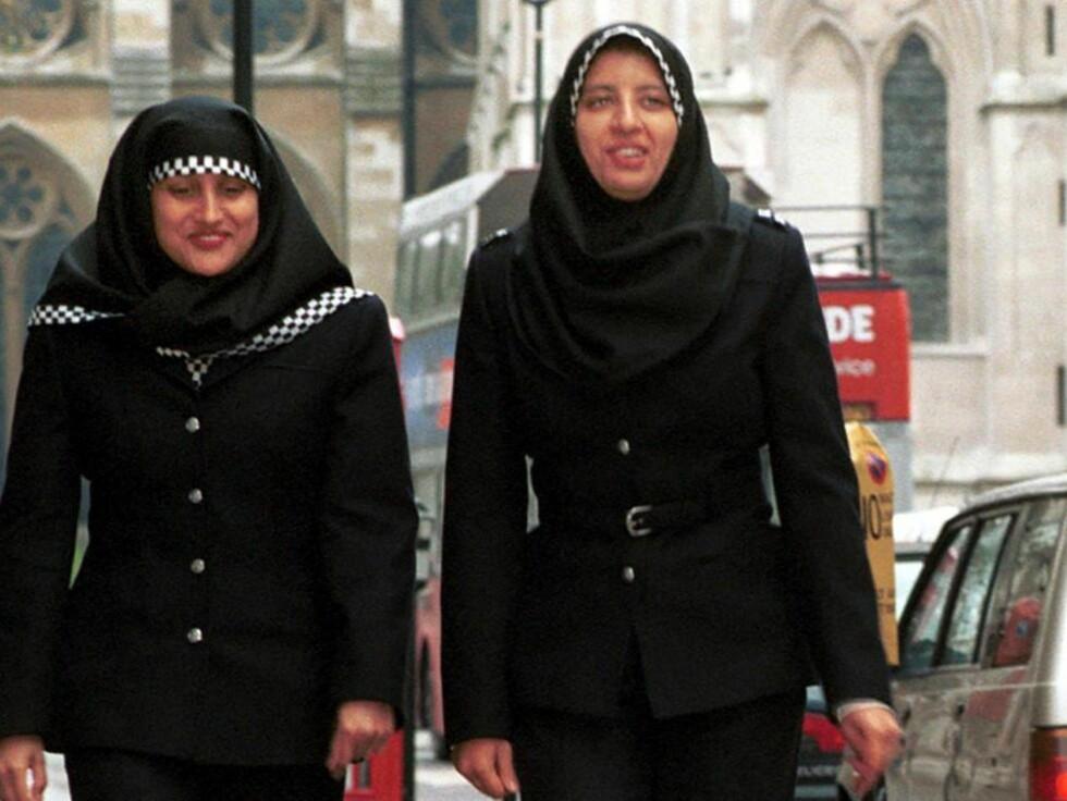 GODKJENT UNIFORM MED HIJAB: Ble innført i Storbritannia i 2001. Foto: EPA PHOTO AFP/METROPOLITAN POLICE/BF-amd