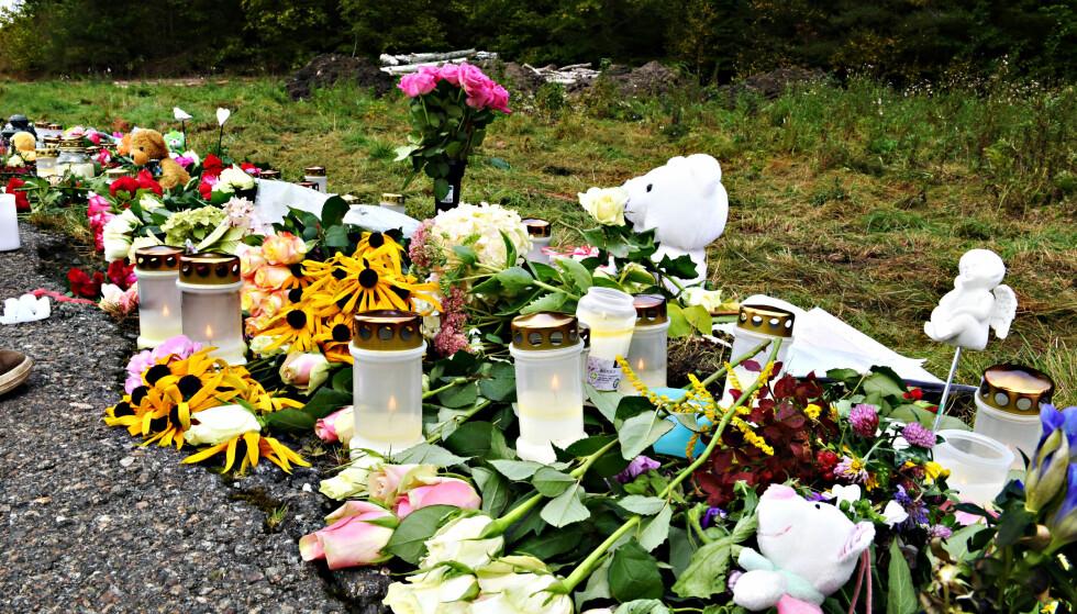 SORG: Venner av jenta har lagt ned blomster og tent lys på åstedet. Foto: Arne V. Hoem / Dagbladet