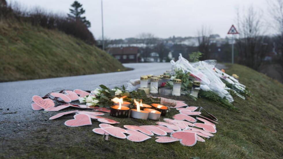 Klepp 20130109 DØDE ETTER PÅKJØRSEL: 12 år gamle Olav Hovda døde av skadene han pådro seg etter en påkjørsel fredag kveld. Blomster og minneprd på stedet hvor gutten ble nedkjørt. Foto: Carina Johansen