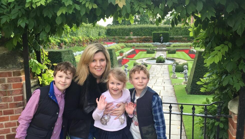 GA STYRKE: De tre barna var grunnen til at Deborah Sims ville prøve alt  for å bli frisk, også en ny, udokumentertbehandling. Etter seks måneder var hun kreftfri. Foto: Privat.