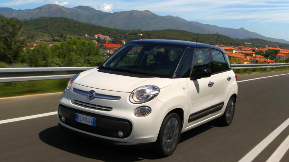 KAFFE-RACER: Fiat byr på småbil med egen espressomaskin. Foto: Fiat