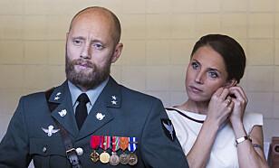 GIFT: FSK-offiser Erling Riiser (Aksel Hennie) og kona Johanne Riiser (Tuva Novotny). Foto: NRK