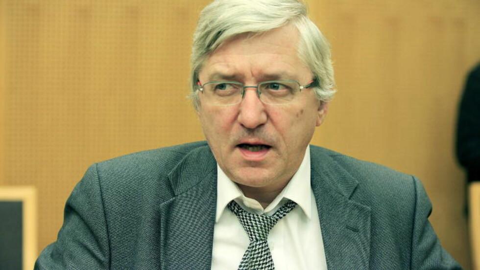 - KORRUPT POLITI: Arvid Sjødin er advokat for Sigurd Klomsæt. Han mener politiet kan ha vært korrupte og tatt betalt for informasjon i Breivik-saken. I et vedtak har Spesialenheten for Politisaker skrevet at de legger til grunn at bilder fra 22. juli-dokumentene har blitt lekket til mediene av noen i politiet. Saken er henlagt i henhold til straffeloven § 121 på grunn av manglende opplysninger om gjerningsperson. Foto: Jacques Hvistendahl
