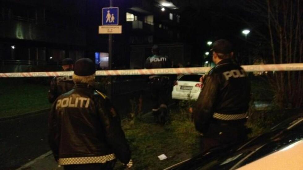 SPERRET AV:  Politiet har nå sperret av et området på Tøyen i Oslo etter at flere personer meldte om skuddd. Foto: Frank Karlsen / Dagbladet